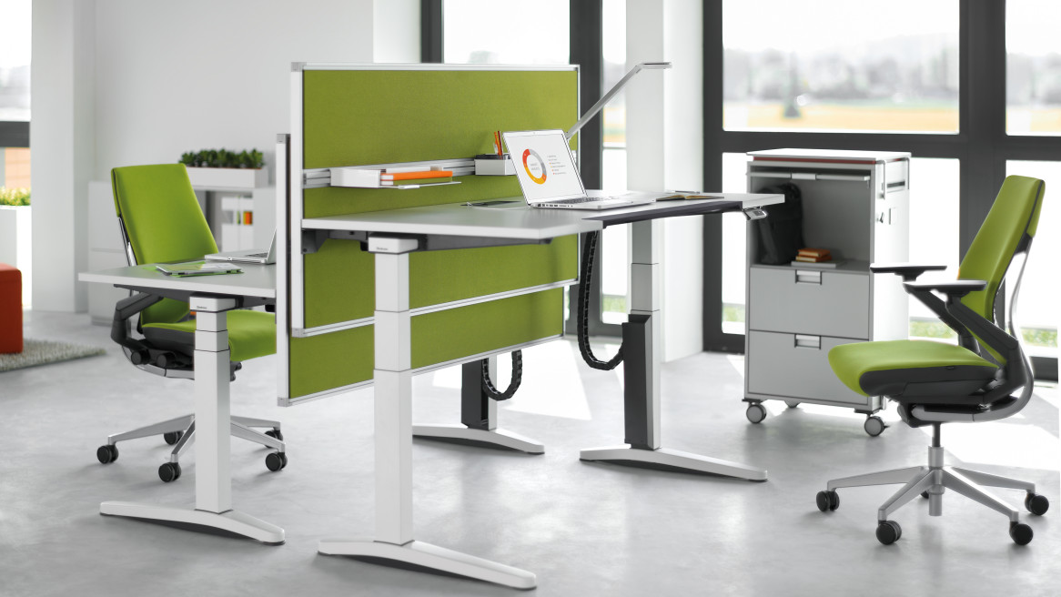 Gesture Office Chair, Partito screen, Ology Desk