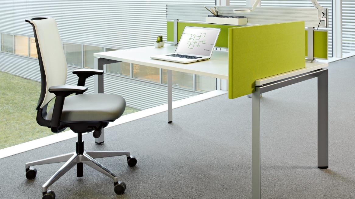 FrameOne Desk, Reply Chair, Partito Rail, Divisio screen