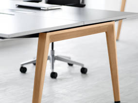 Beau ... Welcoming Touches Greets B Free Users, From The Seamless Edge Of Its  Elegant, Flowing Worksurfaces To Natural Wood Legs On Both Desks And High  Tables, ...