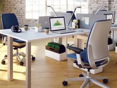 Amia office chair at desk with Divisio side screen