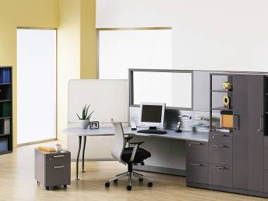 Jersey Chair in front of Anwer workstation with dark gray Universal Storage units