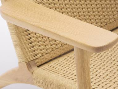 Close-Up of Paddle Chair CH25 Armrest