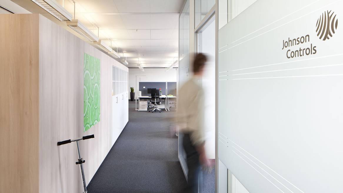 Johnson Controls - Mehr Raum für Innovation - Steelcase