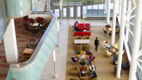 360 magazine ケーススタディ グランドバレー州立大学の図書館
