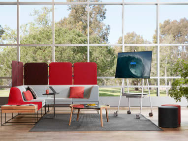 A Steelcase Roam Mobile Stand in a lounge area with Umami lounge seating and Bolia Mix coffee table