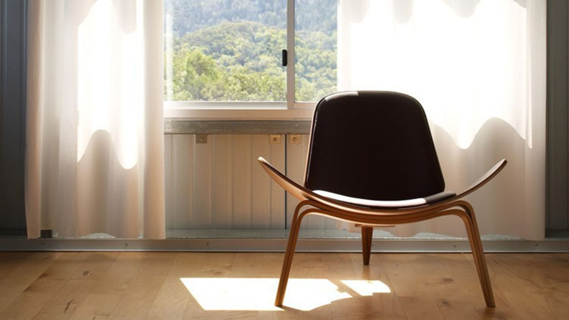 Shell Chair CH07 with black cushions