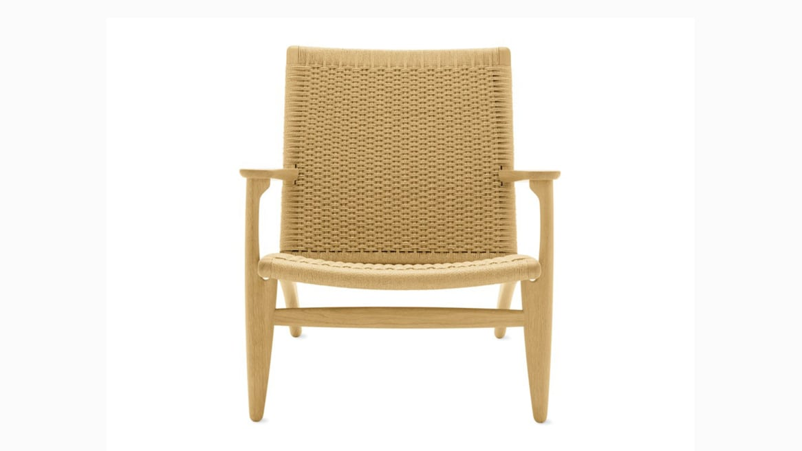 Front view of Paddle Chair CH25 with clear maple finish