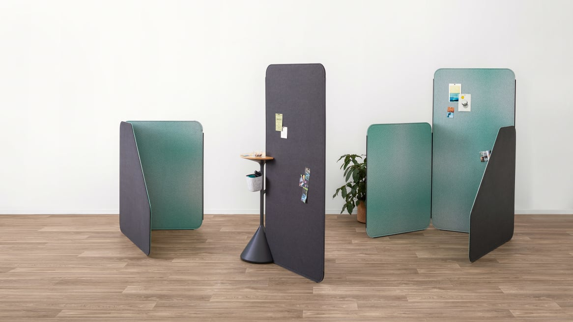 Green and gray Steelcase Flex screens are displayed. A Steelcase Flex stand is placed next to one of the screens.