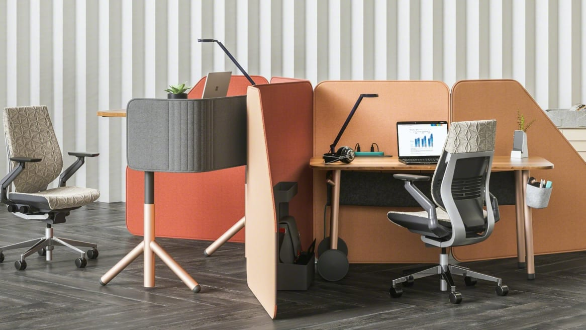 Collaborative space with two height adjustable desks divided with Soffio screens, white Gesture chair