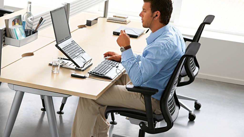 El 47% de los empleados europeos dispone de un ordenador portátil y un 26% de los edificios están equipados con una red inalámbrica, mejorando considerablemente la flexibilidad en el trabajo.