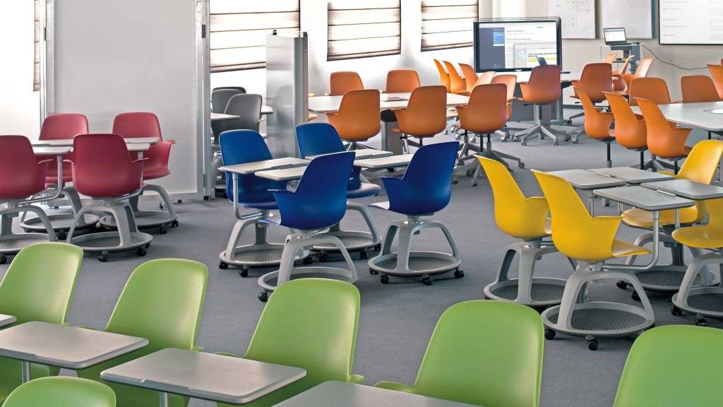 Large Classroom: Supports up to 120 students where three teachers work in the space simultaneously.