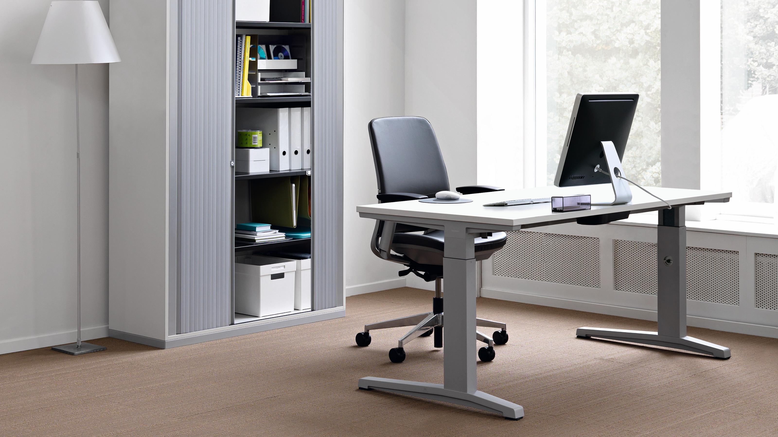 steelcase activa elektrisch h henverstellbarer schreibtisch. Black Bedroom Furniture Sets. Home Design Ideas