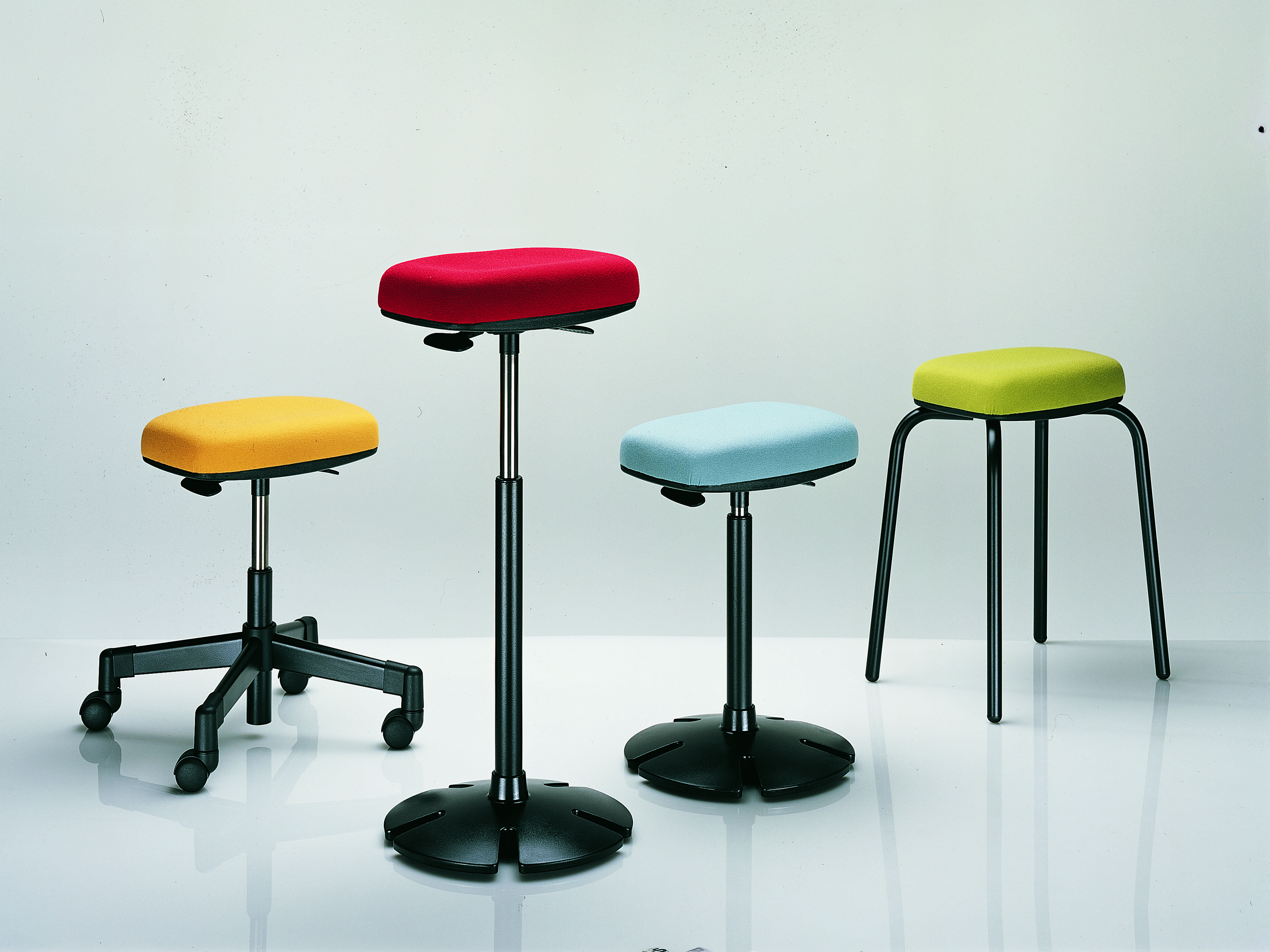 B Free Sit Stand fice Stool & Seating Steelcase