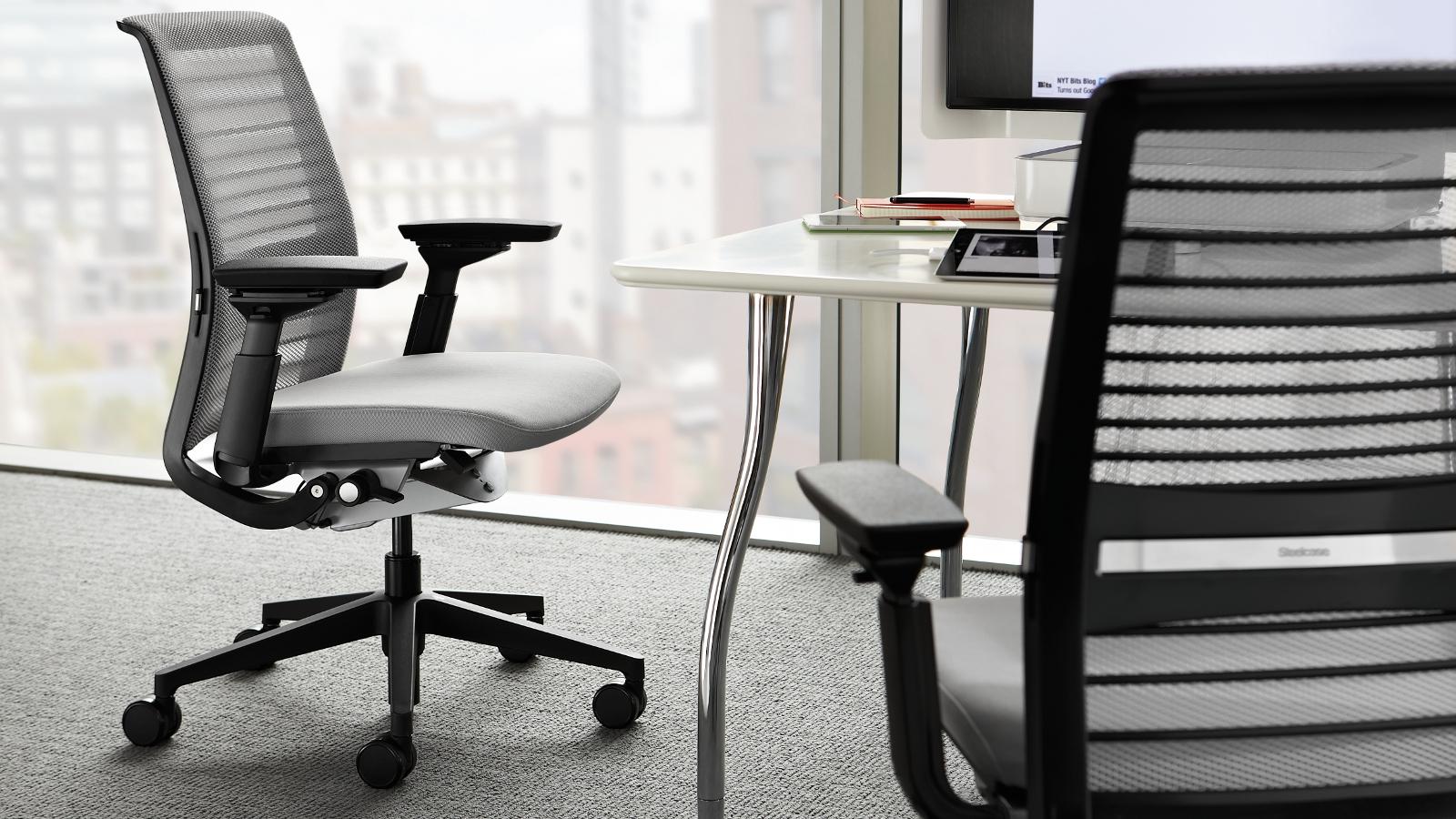 think drehstuhl ergonomischer b rostuhl von steelcase. Black Bedroom Furniture Sets. Home Design Ideas